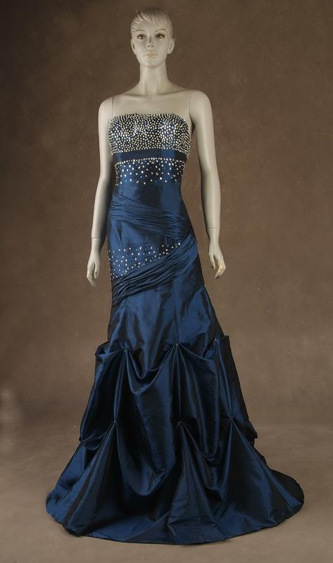 plesové šaty » skladem plesové » modrá. Cena s DPH 4500.00 Kč 75f62fff9c